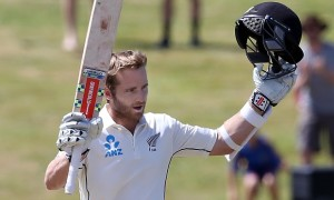 Kane Williamson acknowledges the applause of the Hamilton crowd today