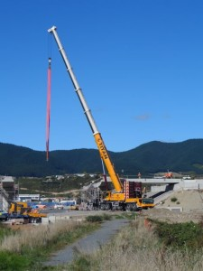 The crane in action a the Wharemauku bridge