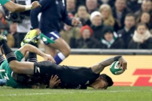 Fekitoa score the first try in the fourth minute.